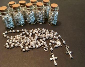 12 cute rosary, ivory color baptism favors, silver plated. Recuerdos de bautizo rosario de mini perlas  acabado en plata