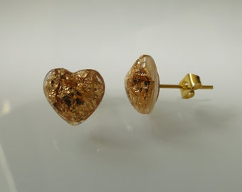 Mini-studs in heart shape with real gold leaf