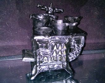 Vintage Cast Iron Mini Stove Queen Salesman Sample/Miniature Complete With Add On's USA *******1940's-1960's***** Salesman Sample 3