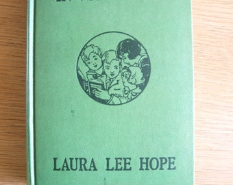 The Bobbsey Twins In Washington by Laura Lee Hope – 1946 Format 9 – Hard Cover