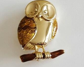Liz Claiborne LC Owl Brooch or Lapel Pin Vintage Goldtone Costume Jewelry