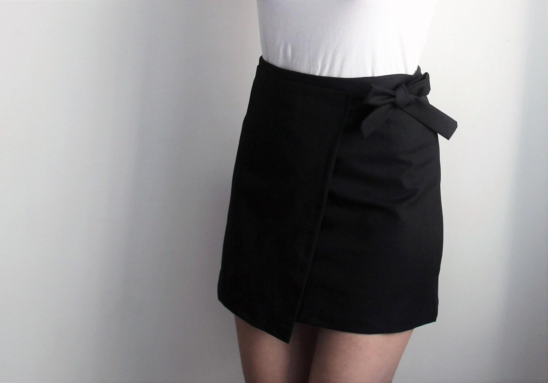 high waisted mini skirt with bow