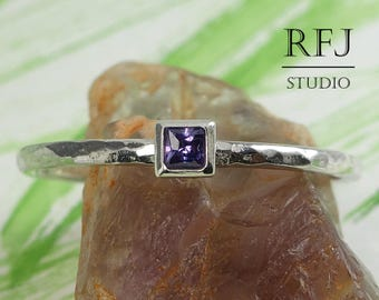 Square Lab Amethyst Hammered Silver Ring, February Birthstone Princess Cut 2x2 mm Purple CZ Solitaire Ring Square Setting Promise Stack Ring