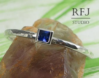 Square Synthetic Spinel Hammered Silver Ring, Princess Cut 2x2 mm Dark Blue Spinel Solitaire Ring Square Setting Promise Stack Ring Jewelry