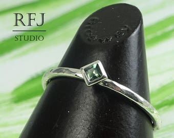 Kite Synthetic Tourmaline Hammered Silver Ring, October Gemstone Jewelry 2x2 mm Princess Cut Square Green Tourmaline Rhombus Setting Ring