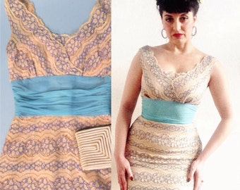 Petite vintage bombshell 50s lace cotton ivory wiggle dress, with chiffon turquoise waistband - cream 1950s pencil dress in chantilly lace