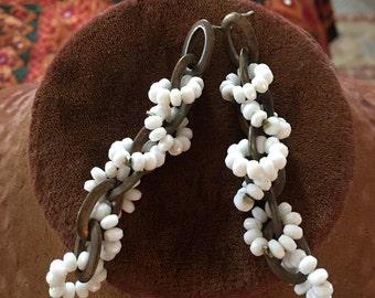 vintage 1970s white beaded dangle drop earrings
