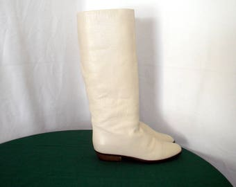 Sz 8.5 Vintage Tall Eggshell white leather 1980s Charles David flat women Italian made slouch boots.