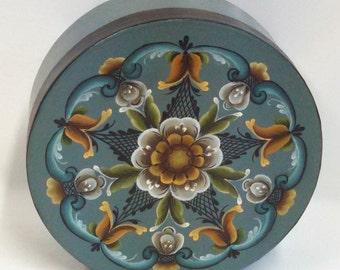 round handpainted rosemaling box