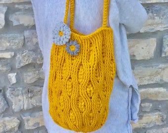 bolsa de lana mostaza a crochet bolsa decorada con flores a crochet bolsa para
