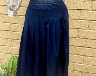 Women's Classic Vintage 80's Navy Pleated Maxi Skirt size 6