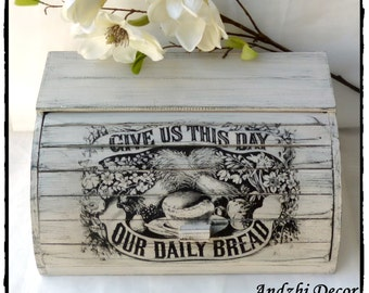 Bread box,BREAD Bin,beige Shabby Chic cottage,wooden Bread Box,Shabby Chic Bread box,Farmhouse Style  rustic cottage decor,vintage