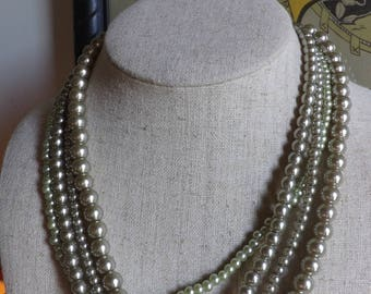 Wonderful Vintage Green 4 Strand Peal Necklace