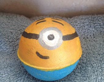 Minion like bath bomb (kids size)