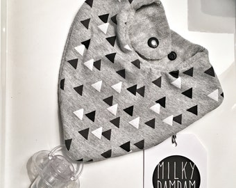MILKYBIB Triangle bib- scarf- with pacifier holder