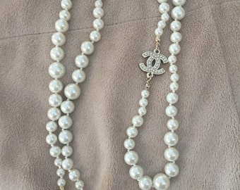 Vintage Chanel Classic CC pearl Necklace