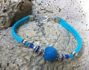 Blue bracelet Bracelet with one pearl Blue agate beads