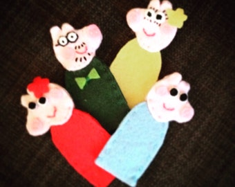 Finger puppets x 4 - family of piggies