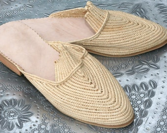 Beige Moroccan handmade shoes made of natural raffia, real leather and rubber soles. soft and extremely comfortable! comes in all sizes