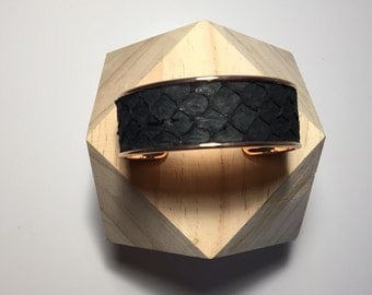 Pink golden metal and black leather cuff