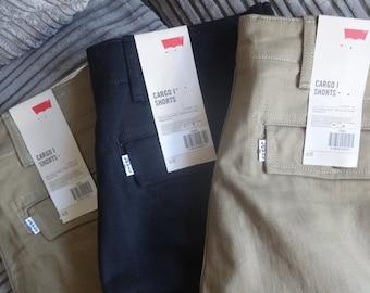 NWT Levis Cargo shorts W32