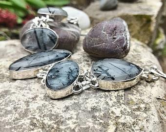 Beautiful Tourmalated quartz bracelet, protection against negative energies, neutralize the tensions of the subtle bodies.