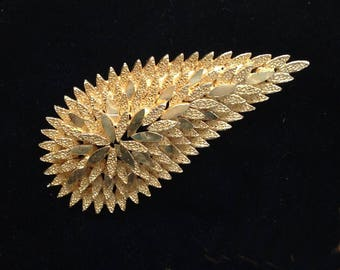 A vintage gilt metal 1970s geometric abstract Brooch/Pin