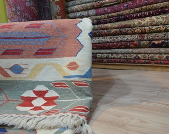 Kilim rug. Vintage kilim rug. Turkish kilim. Carpet. Free shipping. 7.6 x 5.5 feet.