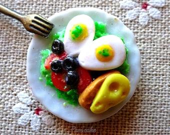 Dollhouse, realistic miniature food 1:13salade, egg, tomato, cheese.