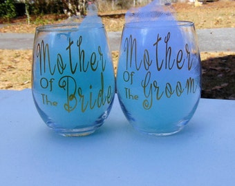 mother of bride wine glass, mother of groom wine glass, wedding glass, mothers glass, wedding gift for mother