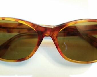 "Translucent brown wayfarer plastic sunglasses - J3176 Korea - 5 5/8"" wide, 1 7/8"" tall"