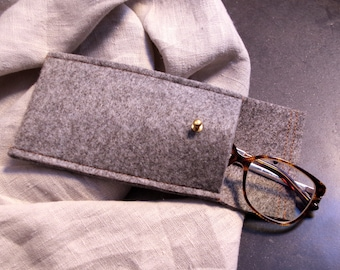 The mottled and camel case in soft gray felt