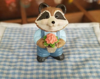 HALLMARK Merry Miniature raccoon with flower