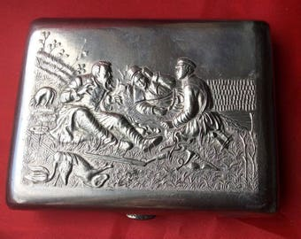 "Russian Antiques Old cigarette case ""Hunters on a halt"""