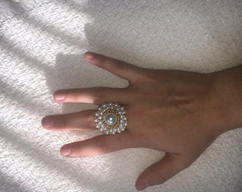 Expandable Bead Ring (White and Gold)