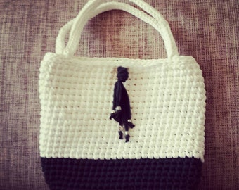 Crochet two-tone bag with handles