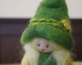 Small Sprite (Puppe, кукла) inspired by Waldorf School and Alpine tradition, needle felted Merino Wool carded