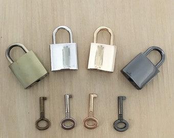 2pcs 20 * 35mm or argent en laiton Canon de fusil serrure et clé breloque sac sac à main sac à main accessoires en forme de cadenas sac solide serrure
