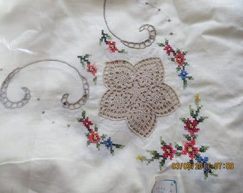 Vintage 100% Cotton Table Cloth Hand Embroidered - crocheted inlays