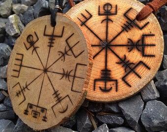 Vegvísir burned in a wooden disc (wood, vegvisir, Viking)