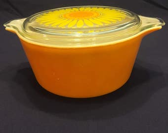 Vintage Pyrex Casserole with Daisy Lid # 474