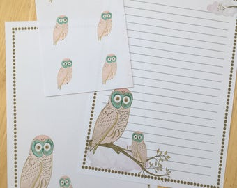 Whimsical Owl set 1 letter paper / writing set with 6 envelope seals