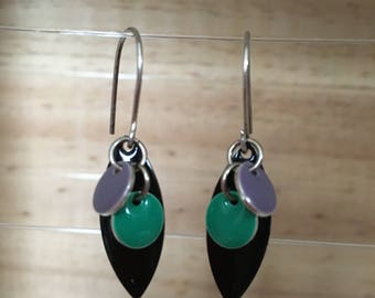 Long earring with black pendant