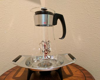 Vintage Pyrex 8 cup coffee carafe and warmer.