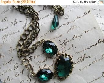 SALE green Statement Necklace, emerald necklace, Jane Austen necklace, Downton Abbey necklace, Downton Abbey jewelry, Emerald necklace.