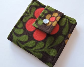 Vintage Funky Floral Fabric Scrappy Wallet * Holds 8 cards and paper money * twilightdance