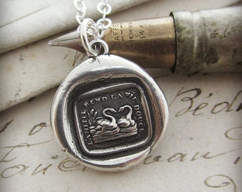 Friendship Makes Life Sweet - Swan Wax Seal Necklace - Best Friend Gift - Friendship isn't a big thing, it's a million little things