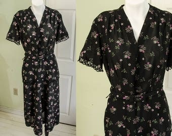 Vintage 1940's Woman's Rayon Novelty Print Day Dress