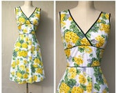 40% SALE Vintage floral sundress / white yellow floral dress / picnic garden party tea dress / small xsmall