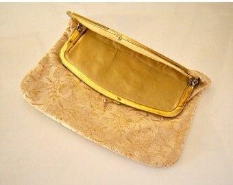 40% SALE 50s 60s gold brocade clutch / gold lame purse / gold makeup bag / gold metallic kiss clasp